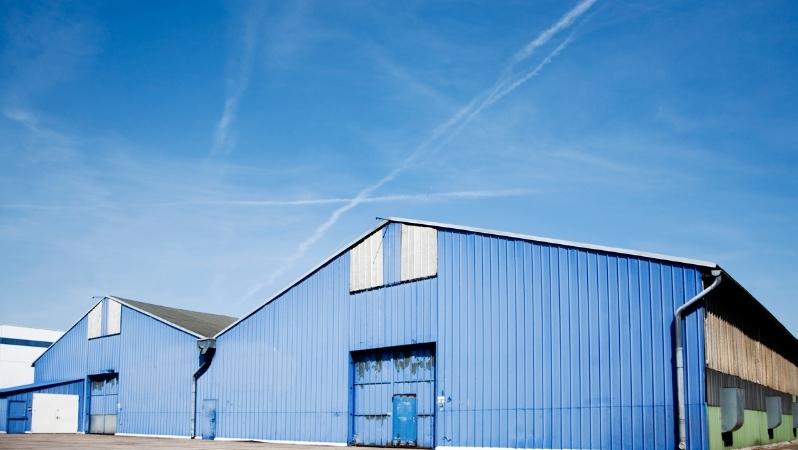Blaue Lagerhalle modern